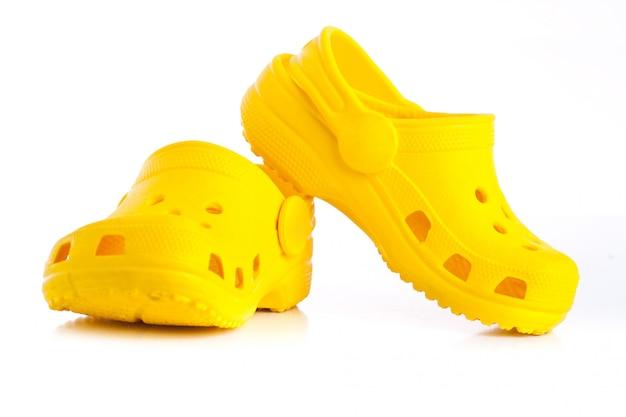 Żółte gumowe sandały dla dzieci