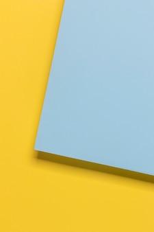 Żółte i niebieskie szafy geomtryczne