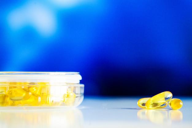 Żółte miękkie kapsułki żelowe omega 3 z oleju rybnego