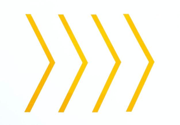 Żółte minimalne strzały