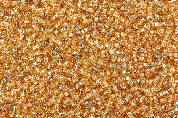 Żółte tło koraliki nasion kukurydzy. zdjęcie w wysokiej rozdzielczości.