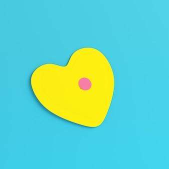 Żółty abstrakcyjny kształt serca na jasnoniebieskim tle w pastelowych kolorach