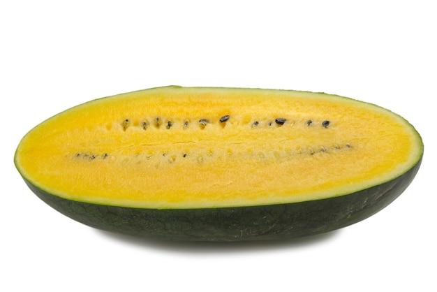 Żółty arbuz na białym tle