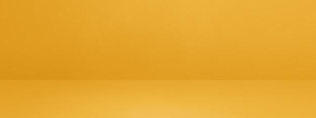 Żółty betonowy transparent tło wnętrza. pusta scena szablonu