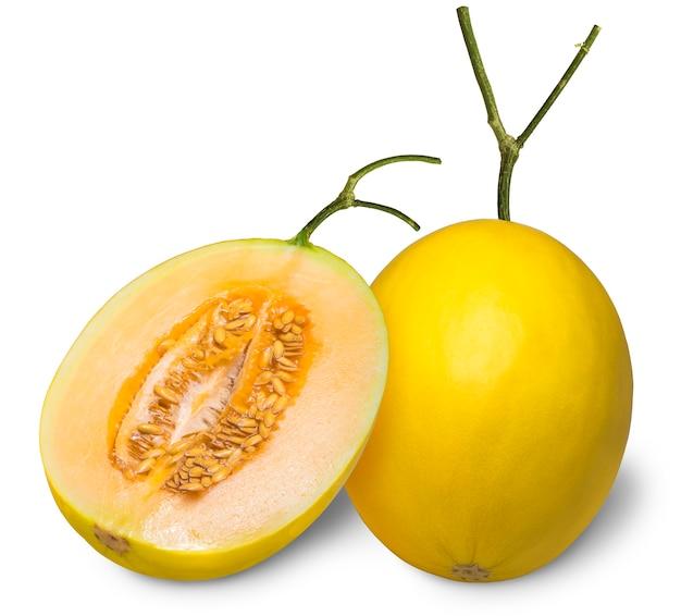 Żółty melon kantalupa na białym tle, złoty melon na białym tle ze ścieżką przycinającą.