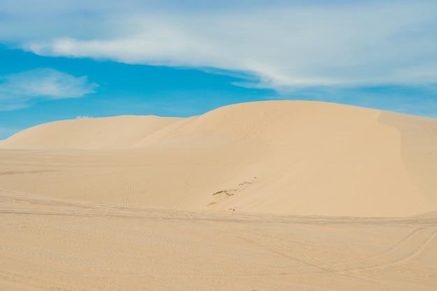 Żółty piasek na pustyni w wietnamie
