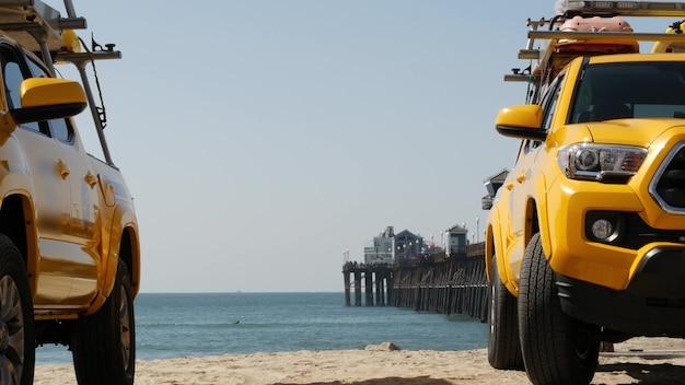 Żółty ratownik samochód ocean plaża california usa ratownictwo pick up truck ratownicy pojazd