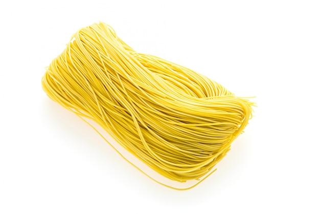 Żółty surowy makaron składników spożywczych