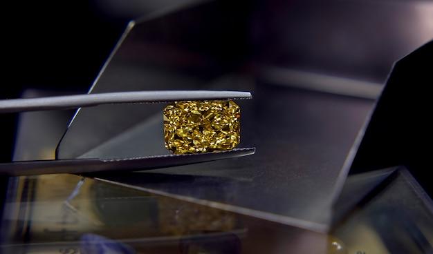 Żółty szafir, drogi luksus do wyrobu drogiej biżuterii