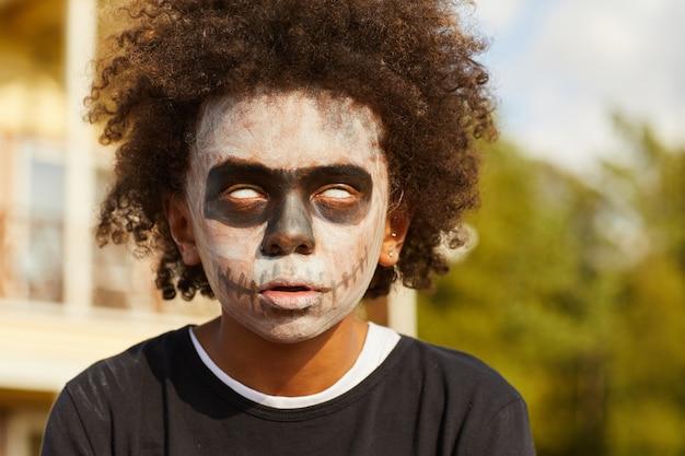 Zombie boy na halloween