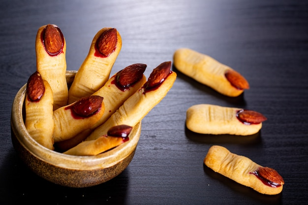 Zombie finger cookie jedzenie na halloween wakacje