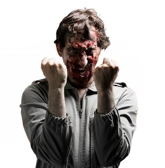 Zombie z zaciśniętymi pięściami