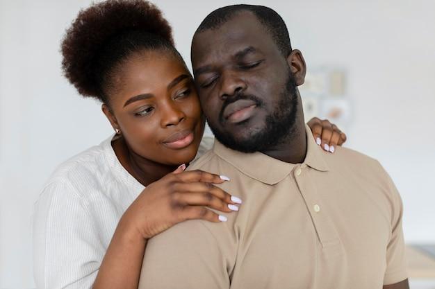Żona i mąż kochający się nawzajem