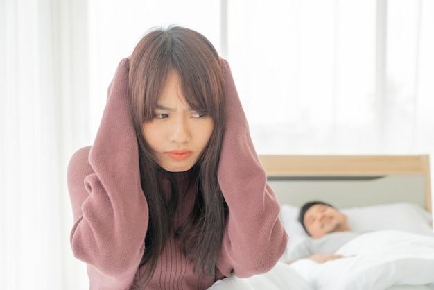 Żona ma problemy z chrapaniem męża