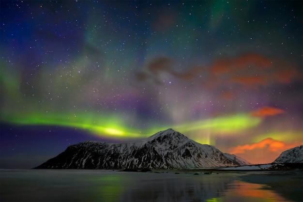 Zorza polarna zorzy polarnej. lofoty, norwegia