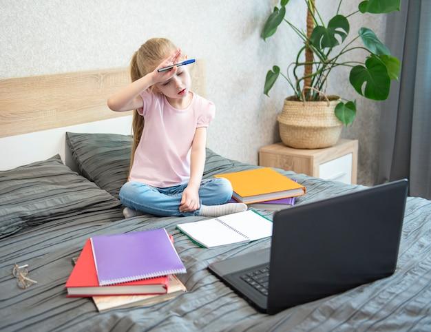 Zostań w domu. edukacja online.