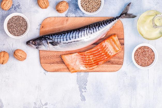 Źródła omega 3 - makrela łosoś nasiona lnu nasiona konopi chia orzechy włoskie olej lniany