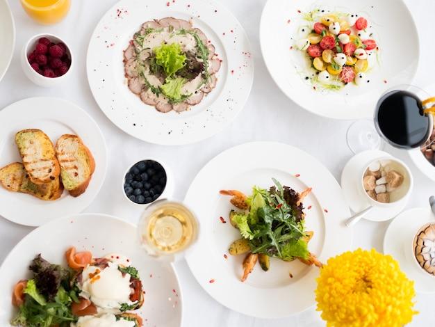Zrównoważone menu obiadowe w restauracji zdrowe odżywianie