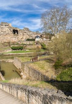 Zrujnowane fortyfikacje miasta luksemburg