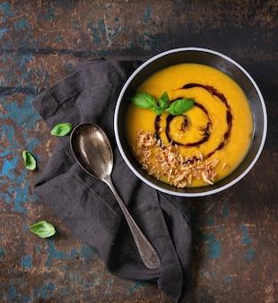 Zupa dyniowa i słodkich ziemniaków