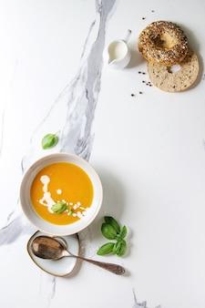 Zupa dyniowa lub marchewkowa
