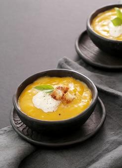 Zupa dyniowa w misce