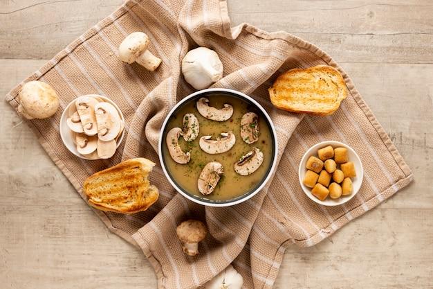 Zupa grzybowa i tosty na szmatce