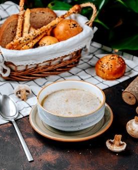 Zupa grzybowa na stole