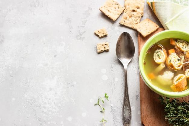 Zupa jarzynowa z plackami jajecznymi