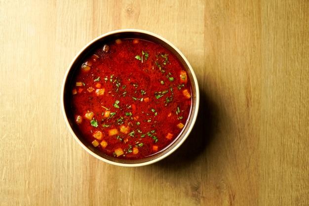 Zupa na stole w restauracji