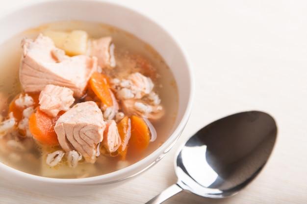Zupa rybna z łososiem i serem orge
