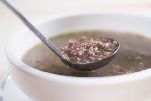 Zupa wołowa, miska zupy wołowej