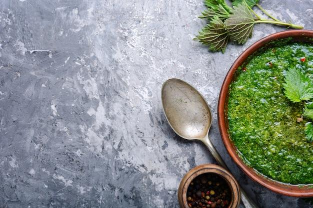Zupa z liści pokrzywy