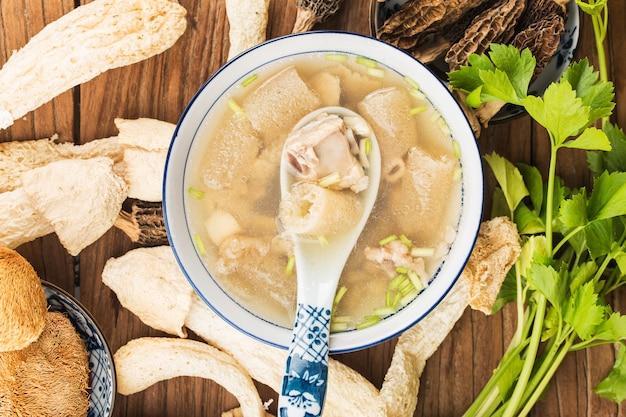 Zupa żeberka wieprzowe