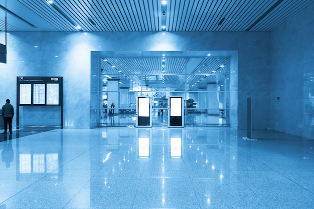 Zupełnie nowy salon odlotów na lotnisku