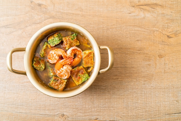 Żurek z pasty tamaryndowej z krewetkami i omletem warzywnym - po azjatycką kuchnię