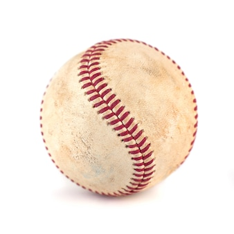 Zużyta baseball na białym tle