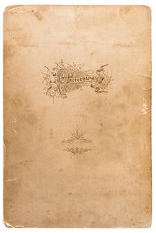 Zużyta tekstura kartonu fotograficznego. obiekt notatnika. stary arkusz papieru z krawędziami na białym tle