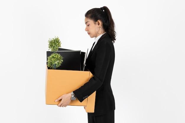 Zwolniony z pracy bezrobotna młoda azjatycka kobieta biznesu