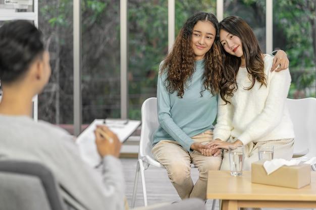 Zwróć uwagę na tylną stronę coachingu i skonsultuj się z azjatyckim działaniem na rzecz szczęścia miłośnika lgbtq