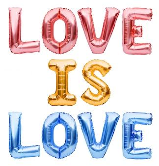 Zwrot love is love wykonany z nadmuchiwanych złotych balonów.