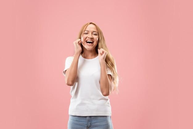 Zwycięska kobieta sukcesu szczęśliwa ekstatyczna świętuje bycie zwycięzcą