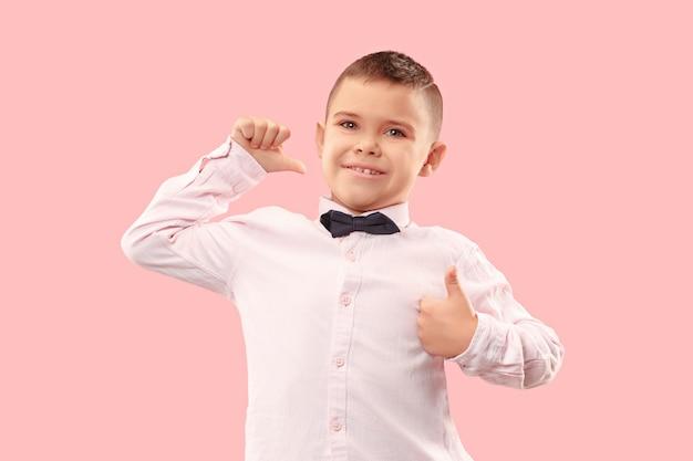 Zwycięski sukces człowiek szczęśliwy ekstatyczny świętuje bycie zwycięzcą