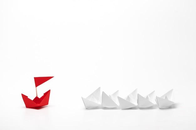 Zwycięzca czerwony papierowy statek