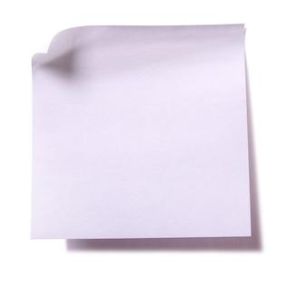 Zwykła biała lepka notatka na białym tle