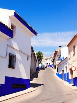 Zwykła ulica miasta w la manchy
