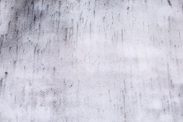 Zwykły stary w wieku biały kolorowy malowane wyblakły teksturowanej wzór na tle powierzchni betonu cementowego ściany