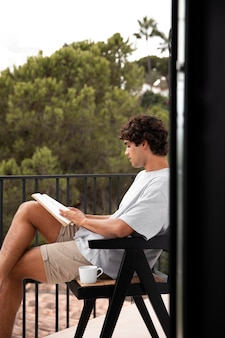 Życie w domu z czytaniem dla młodych dorosłych