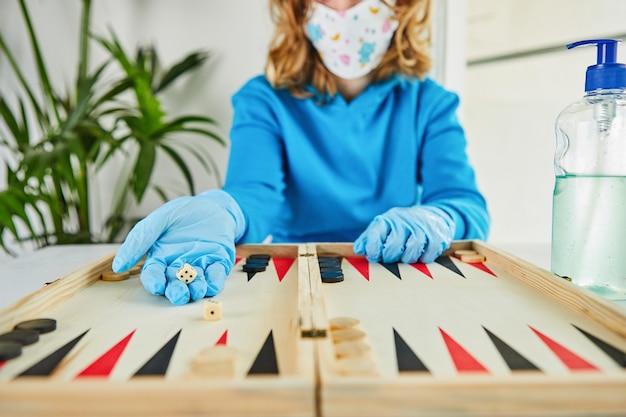 Życie w koronawirusie kwarantanny: gry i zajęcia dla dzieci w domu podczas kwarantanny covid-19