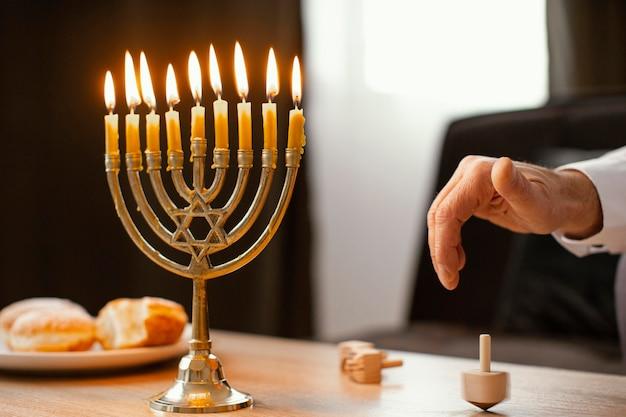 Żyd obchodzi święto